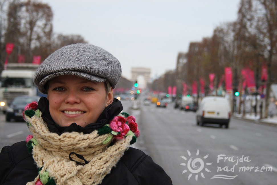 Champs Elysees o poranku